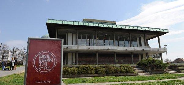 Narodna Biblioteka Srbije na Vračarskom Platou...odmah pored Hrama
