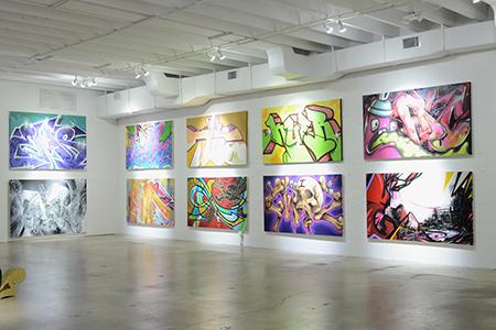 Instalacija sa grafitima RIGID. Now umetnička galerija, Majami 1992 (preuzeto sa http://wordintown.com/2012/10/19/contemporary-art-gallery-presents-rigid-graffiti-miami/)