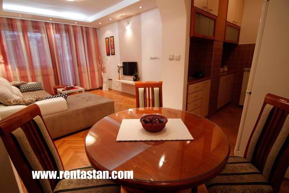 Столовая в апартаменте Александрия
