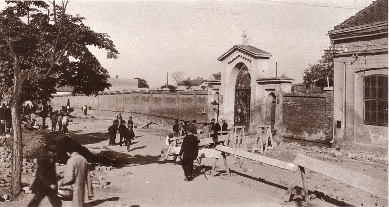 The entrance to Tasmajdan graveyard from Takovska Street
